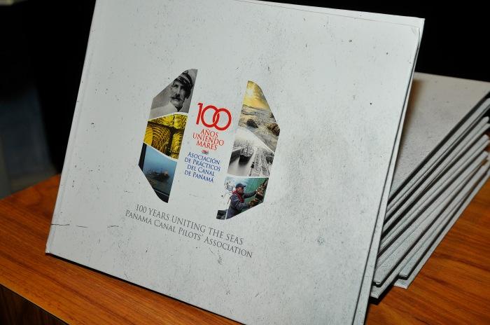 Libro 100 Años Uniendo Mares